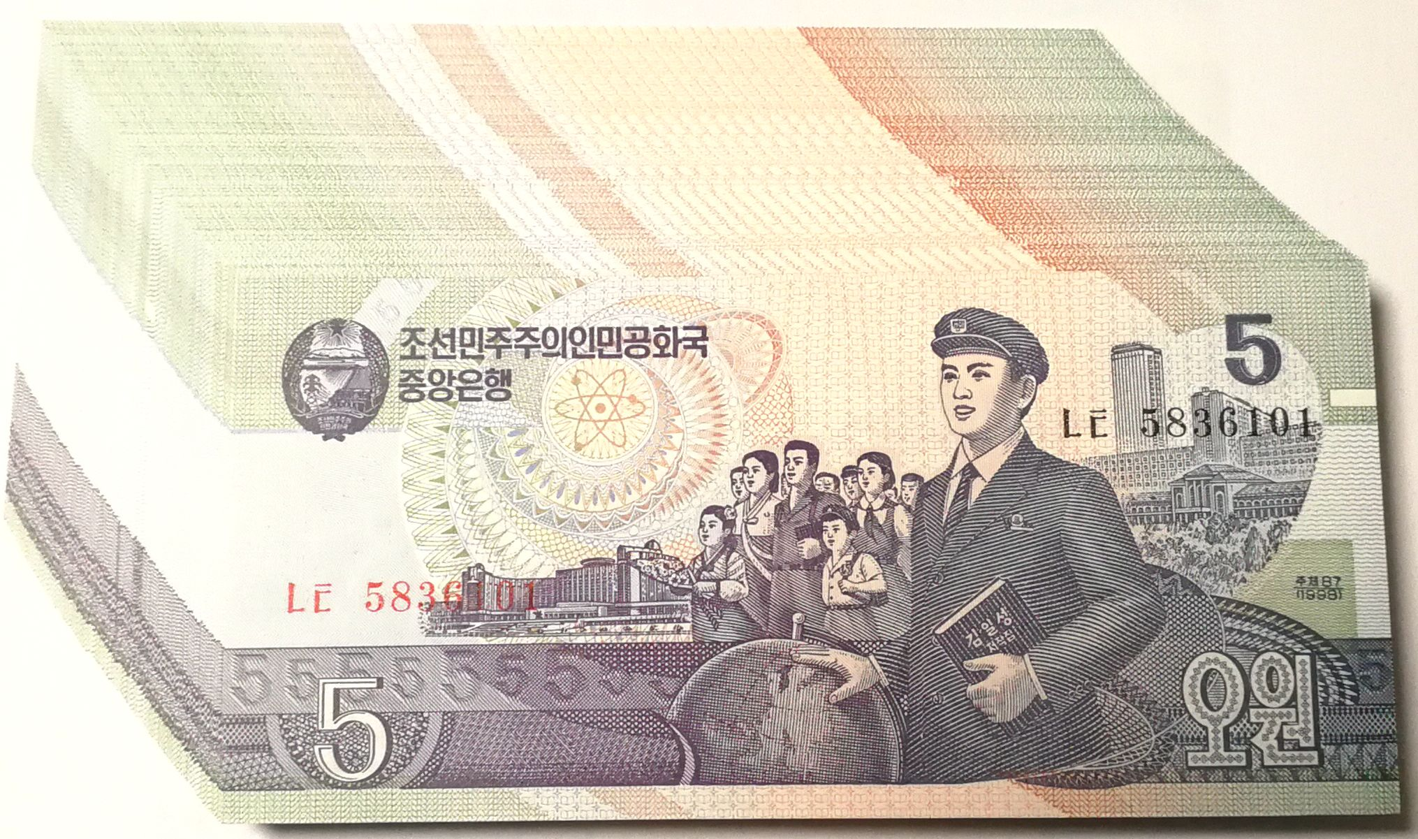 L1075, Bundle of 100 Pcs Paper Money, Korea 5 Won Banknotes, 1998 (P-40)